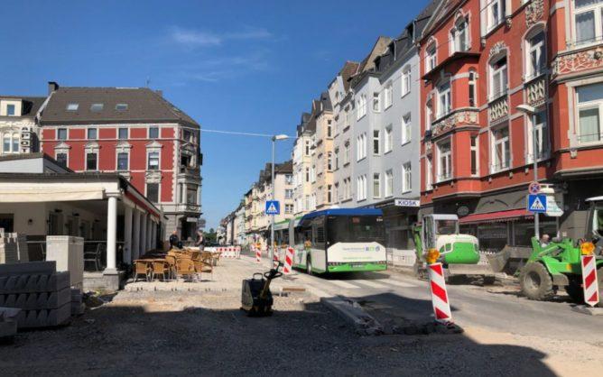 Blick in die Lange Straße längs des Café Europa.