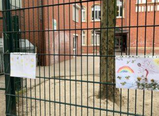 Zaun vor der Emil-Schumacher-Schule