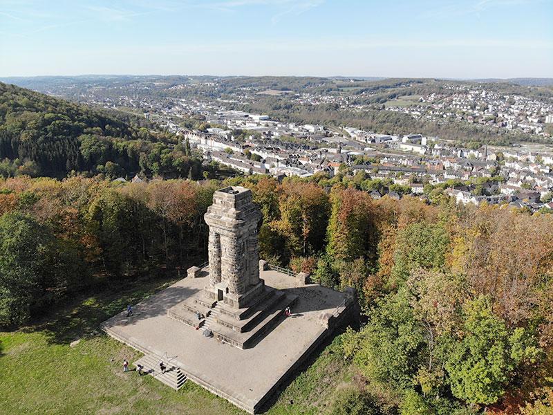 Luftaufnahme des Bismarckturm mit Wehringhausen im Hintergrund