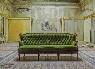 Ein Sofa