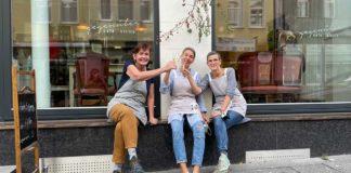 Susanne Timmerbeil, Katja Rosen und Birgit Fischer feiern die Eröffnung vom Wehringhauser Bioladen.